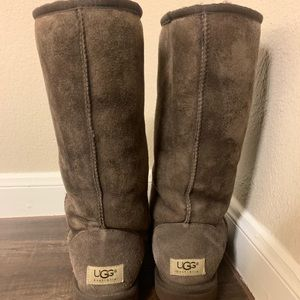 Brown UGG y'all boots!